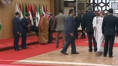VIDEO: Duh, Presiden Lebanon Terjatuh di KTT Liga Arab