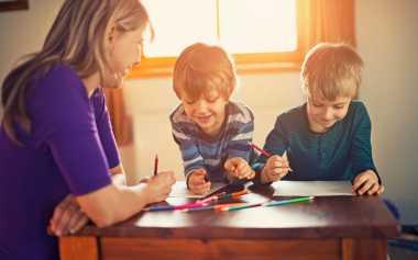 Moms, Yuk Kenali 5 Bahasa Kasih untuk Anak