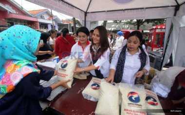 Warga Cengkareng Buru Bazar Kartini Perindo