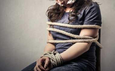 Oalah.. Diisukan Culik Anak, Wanita Stres Dikepung Warga