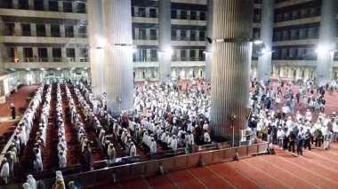 Massa Aksi 313 Gelar Salat Subuh Berjamaah di Masjid Istiqlal