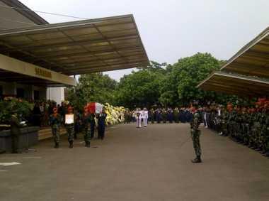 Disaksikan Wapres & Panglima TNI, Jenazah Wadan Sesko AD Dibawa ke TMP Cikutra
