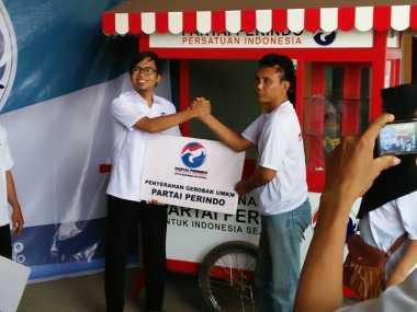Mantap! 18 Pedagang di Kendal Dapat Gerobak Gratis dari Partai Perindo