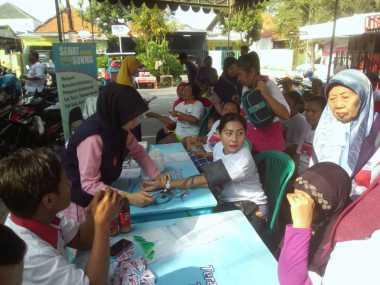 Warga Gubeng Serbu Pengobatan Gratis yang Digelar Kartini Perindo