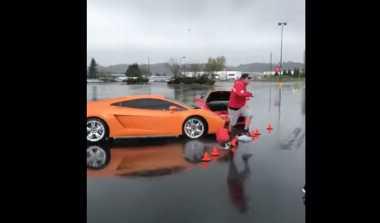 Terekam Kamera, Ferrari Hantam Lamborghini