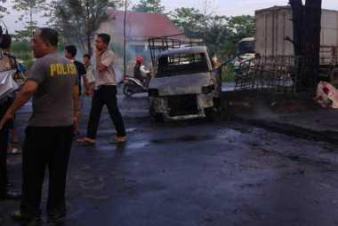 Astaga! Mobil Pikap Pengangkut Bensin Terbakar, Satu Orang Tewas