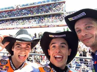 Rayakan Podium di Sirkuit Austin, Valentino Rossi, Marquez dan Pedrosa Selfie Bareng