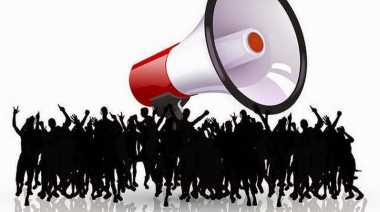 Peringati Momentum Amarah, Mahasiswa di Makassar Kenakan Jubah Hitam
