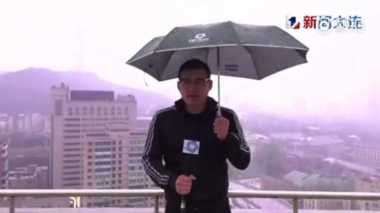 VIDEO: Aduh! Presenter Tersambar Kilat saat Siaran Langsung!