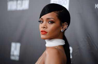 Hadiri Festival Musik Coachella, Rihanna Kenakan Outfit Seharga 130 Juta!