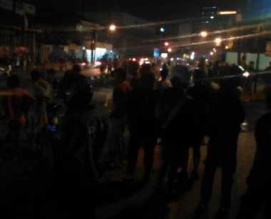 Polisi Bubarkan Paksa Tawuran Warga di Cawang Pakai Gas Air Mata