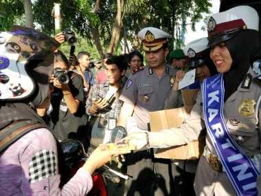 Cegah Curanmor, Polresta Banda Aceh Bagi-Bagi Kunci Pengaman Kendaraan