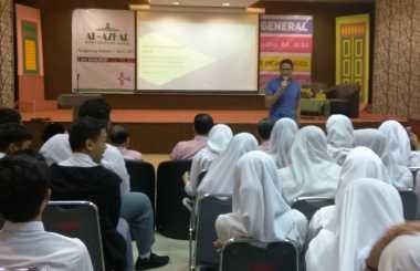 Beri Kuliah Umum di Al Azhar BSD, Sandiaga Uno Disambut Histeris Siswa