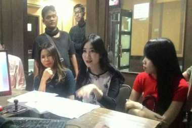Wanita Cantik Jadi Korban Arisan Online, Belasan Juta Rupiah Melayang