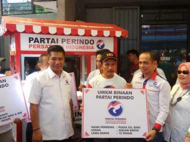 Bagikan Gerobak UMKM, Perindo Makassar: Ini Aksi Nyata!