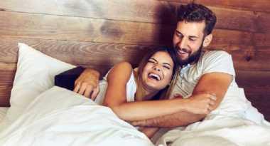 4 Hal Ini Bikin Pasangan Tertawa saat Bercinta
