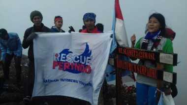 Mantap! Rescue Perindo Tapakkan Jejak di Puncak Gunung Slamet
