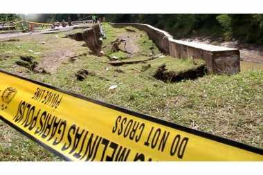 Waspada! Jalan Terus Amblas, Jalur Kuningan-Cirebon Terancam Terputus