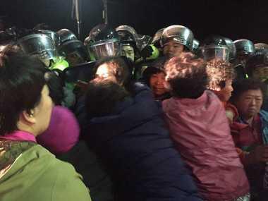 Penempatan THAAD di Korsel Picu Bentrokan Warga dengan Polisi