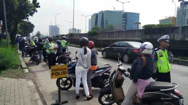 Polisi Gelar Razia, Puluhan Motor Ngibrit Lawan Arah