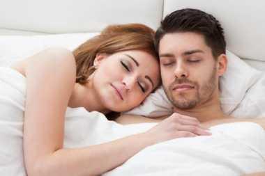 4 Tips Jitu Bikin Suami Bergairah Malam Ini