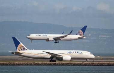 Wow! United Airlines Akhirnya Berdamai dengan Penumpang yang Sempat Diusir