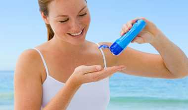 Mana yang Terbaik Melindungi Kulit dari Sinar Matahari: Body Lotion atau Sunscreen?
