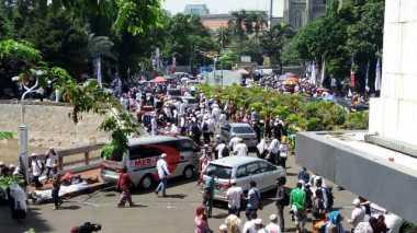 Usai Salat Jumat, Massa GNPF Bersiap Konvoi Menuju PN Jakut