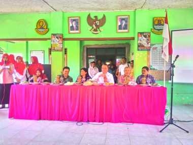 Mendes Ancam Potong Intensif Desa jika Kades Tak Pasang Spanduk Rincian Anggaran