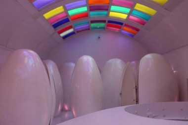 Wow, Ada Toilet Berbentuk Telur Alien