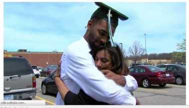 Mahasiswa Ini Berhasil Lulus Berkat Ejekan Ayah Tirinya