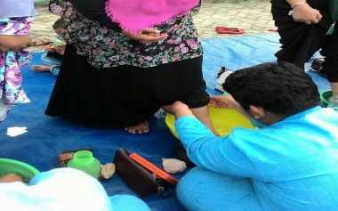 Jelang Ujian Nasional, Ratusan Pelajar SMP Gelar Cuci Kaki Ibu