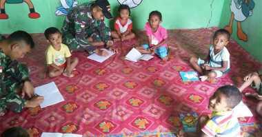 Miris, Siswa TK Belajar dengan Lesehan di Kantor Dusun