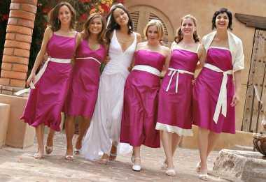 Kaki Semakin Cantik dengan Mengenakan Sepatu Ini Ketika Menjadi Bridesmaid