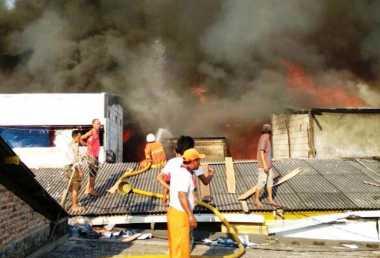 Bedeng Padat di Kapuk Muara Terbakar, 15 Unit Damkar Diterjunkan
