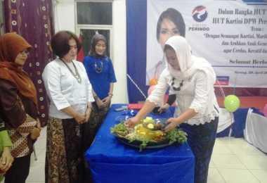 Potong Tumpeng di Hari Jadi ke-1, Kartini Perindo Banten Dorong Perempuan Lebih Percaya Diri