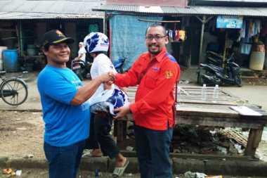 Usai Fogging, Rescue Perindo Bagikan Helm Gratis untuk Ketua RT di Kalideres