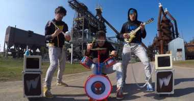 VIDEO: Keren! Band Ini Mainkan Lagu Rock dengan Alat Musik Mainan