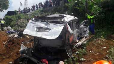 Foto-Foto Dramatis Kecelakaan Maut yang Tewaskan 8 Orang di Jalan Raya Puncak