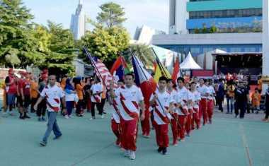 Start dari Kantor Kemenpora, Luluk dan Suryo Arak Baton SEA Games Keliling Jakarta
