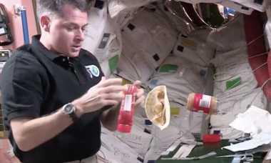 VIDEO: Wah, Ternyata Begini Cara Astronot Buat Roti Isi di Luar Angkasa