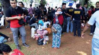 Cerita Pedagang Asongan Meraup Untung di Aksi May Day