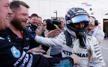 Raih Kemenangan Pertamanya di F1, Bottas Berterima Kasih pada Mercedes