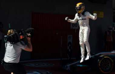 Battle dengan Vettel Pada Musim Ini, Hamilton: Saya Enjoy dengan Persaingan di F1