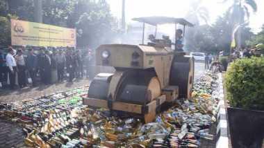 Jelang Ramadan, 15.756 Botol Miras Dimusnahkan