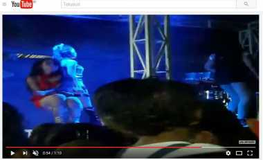 Heboh!! Video Penyanyi Dangdut Tiba-Tiba Kejang saat Asyik Bergoyang di Panggung