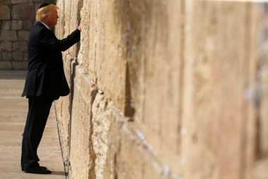 Kunjungi Israel, Presiden Trump Sempatkan Berdoa di Tembok Barat Yerusalem