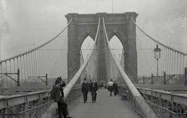 HISTORIPEDIA: Setelah 14 Tahun dan Puluhan Pekerja Tewas, Akhirnya Jembatan Brooklyn Diresmikan