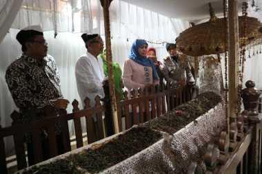 Mensos Khofifah Belajar Toleransi dari Sunan Bonang