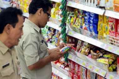 Sidak Jelang Ramadan, Petugas Temukan Produk Kedaluwarsa di Supermarket Depok